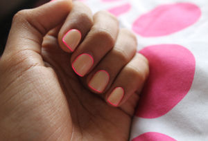 Hair & Make Up: neon and neutral nails - Socialbliss (49260)
