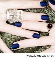Trend: Nautical Navy Nails (61703)