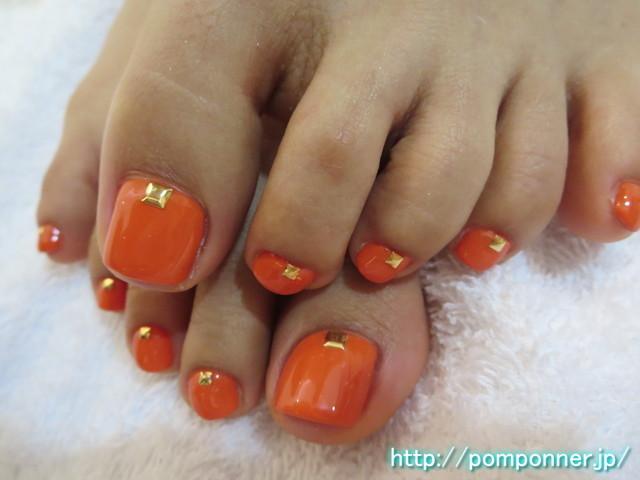 オレンジとスクエアスタッズのフットネイル 2014-2|名古屋市緑区 ネイルサロン ポンポネ 天白区 (102047)