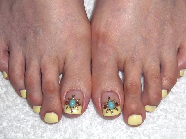 yucca nail  ネイルデザイン集 : イエローモロッコフットネイル (102101)