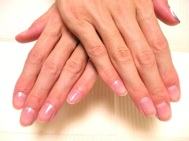 男も女も噛み爪・ササクレ・爪の凹凸はNG!ネイルケアの大切さ    AUTHORs (163905)