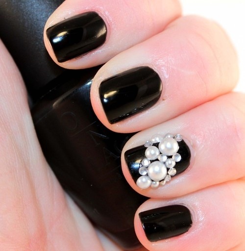 I like having one pearl nail as an accent. Also the white on black is so pretty. | Nails | Pinterest (284990)