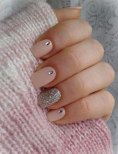 A beautiful nail art with pink buttons, silvery gray and some rhinestones.  by P.✨ | We Heart It (339559)