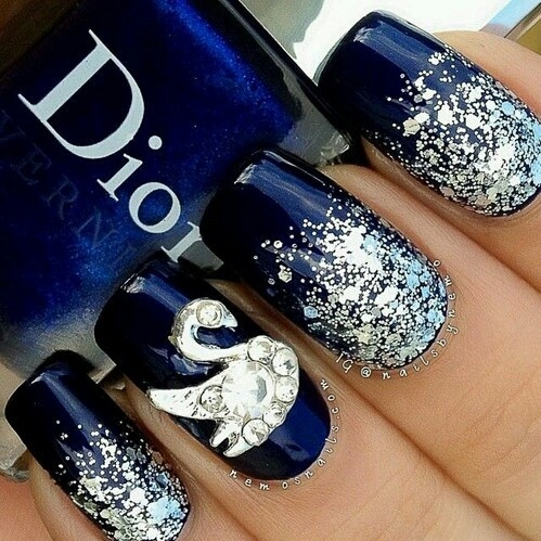 Amazing blue nail art. By night!  by juligiussa | We Heart It (339562)
