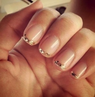 7 Golden Manicure Ideas (364146)