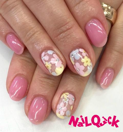 パステルカラーのたくさんのお花を、ピンクのシロップネイ...