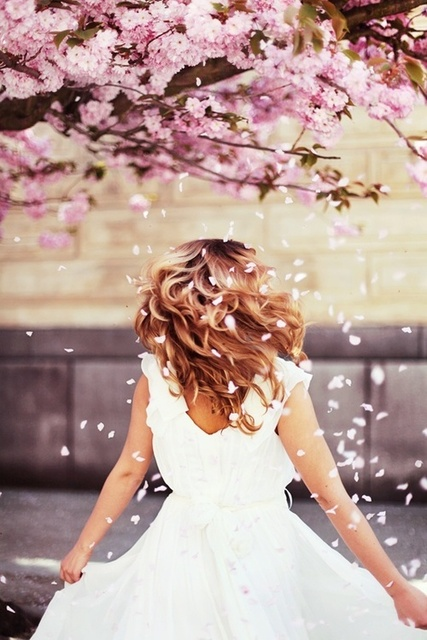 #hair #flowers #spring #fairy #white #story by ✴ Løst in time | We Heart It (410919)