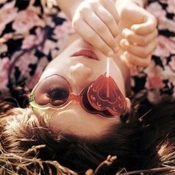 シースルーの魅力たっぷりなクリアボーダーネイルで春夏を楽しもう♪