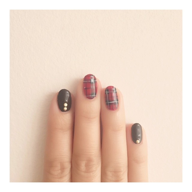 @fifinailsalon - チョコレートカラーと赤チェック💅#nail#nails#nailart#naildesign... - Enjoygram (63752)