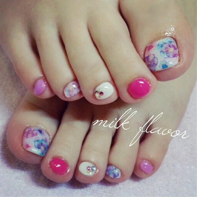 @milkflavor_s - pansy*#nail#nails#flowernails#pansy#footnails... - Enjoygram (64168)
