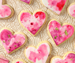 HEART-SHAPED VALENTINES DAY COOKIES | We Heart It (106570)