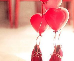 Heart Balloons Tied to Red Heels | We Heart It (106571)