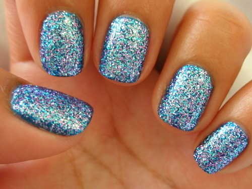 Ring In The New Year With These 42 Glitter Nail Designs photo - Buzznet (124327)