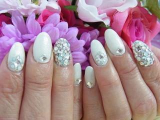 ホワイトカラーでストーン埋め尽くし :: Maries Nail Salon|yaplog!(ヤプログ!)byGMO (124535)