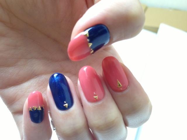 10月!!新しいネイルで心機一転!!ピンクとネイビーのツートーン大好き!!最近なんだかすっきりしないのは、旅の予定がないからだ!! |nanaicozueの投稿画像 (125374)