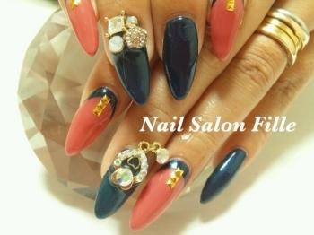 ネイビー×ピンクのスプリットフレンチ | ネイルデザイン | Nail Salon Fille (フィーユ) ネイルサロン 明石 [ビューコレ] (125399)