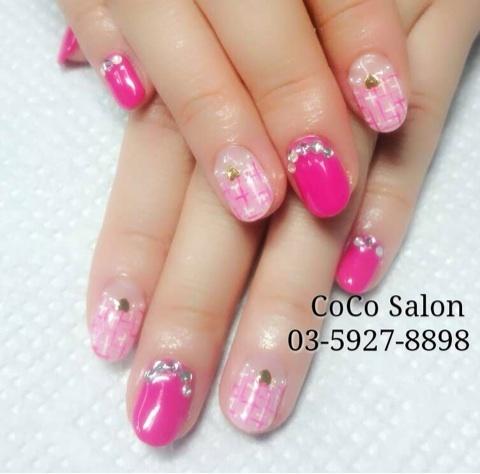 スワロで縁取したマゼンタピンク一色&パールでライン取したピンク2色と白のツイートフレンチネイル|CoCo Salonのブログ (126593)