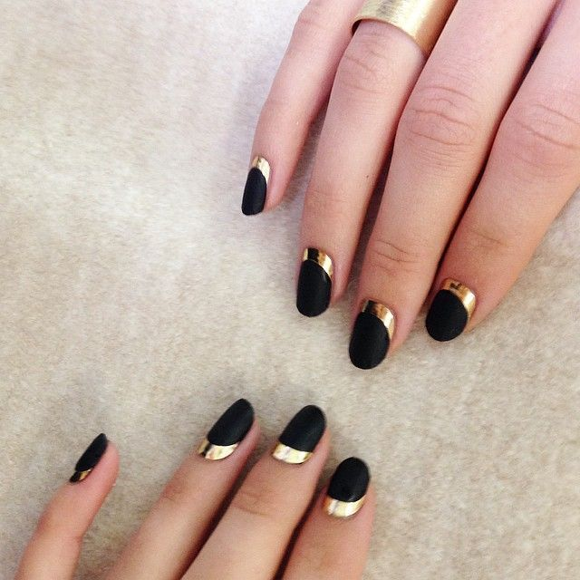 ⬛️BLACK ⬛️ AND ✨✨GOLD✨✨ For @avon_uk using #AVON by Sophie Harris-Greenslade at #TheIllustratedNail | nail and make up | Pinterest (250161)