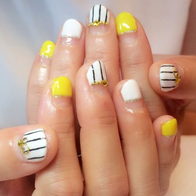 #ストライプネイル • Instagram photos and videos (252506)