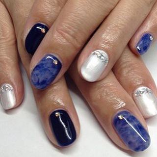 @tokyonail - クールなネイビーのクリアべっ甲ネイル。初回6980円です。 #nail #nails... - Pikore (252953)