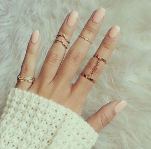 指元を大人っぽく。この春はヌーディーカラーのネイルに挑戦してみよう♡|MERY [メリー] (272206)