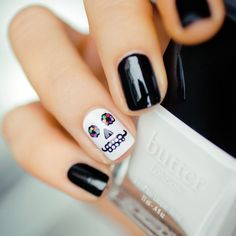 19 Ways to Dress Up Your Nails for Halloween | Brit + Co (281386)