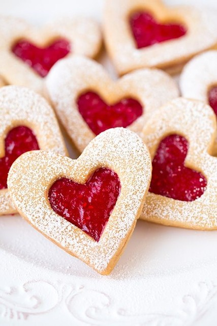 Recipe for 2016 Valentine's Day heart sugar frosting cookies with almonds and raspberry jam - Valentine's Day handmade sweets - valentine: ^-^ Look at these adorable 2016 Valentine's Day heart sugar cookies! No one want to eat them. By Tinaaaaaaaa - LoveItSoMuch (345188)