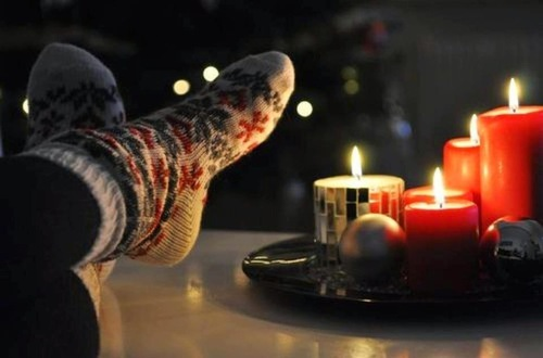 candle, christmas, christmas socks, cosy, cute - inspiring picture on Favim.com na LOVEit.pl / #229606 by asleep | We Heart It (354964)