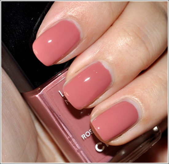 Chanel Rose Confidentiel Le Vernis (Nail Lacquer) Review, Photos, Swatches (380459)