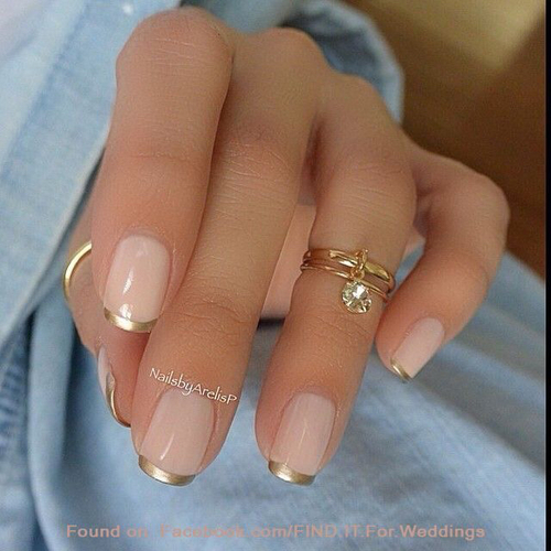 gold trim version of a french manicure by vero garzón | We Heart It (384290)