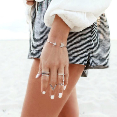 White Nails and Silver Rings by rasp eclectic | We Heart It (385590)