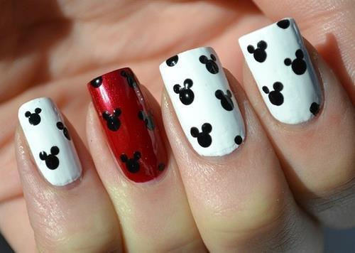 Mickey Mouse Nail Art by Sharaid Aguirre | We Heart It (388744)