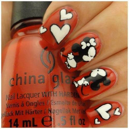 Lovey dovey nail art with mickey by Dirgni Huert's | We Heart It (390617)