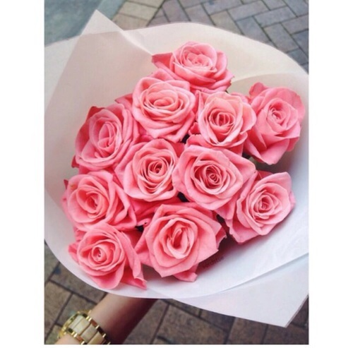 Tbh i haven't receive a bouquet of flowers like this but im not hoping lmao. I'd rather not to receive. 😭😭😭 by juibg | We Heart It (397354)