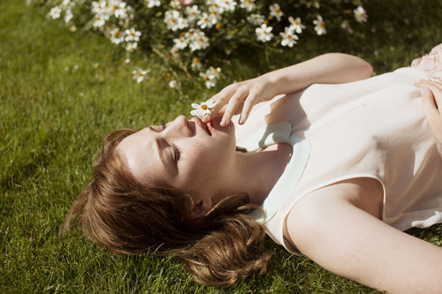 alone, fantasy, and floral by delicate whisper | We Heart It (398936)