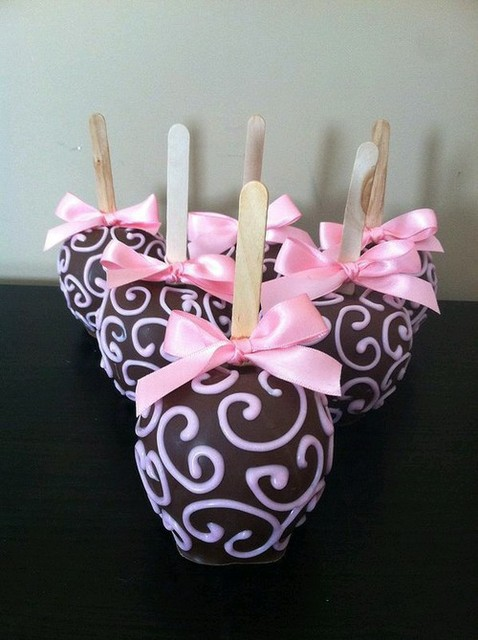 Chocolate covered apples | We Heart It | apples, chocolate, and delicious (415300)