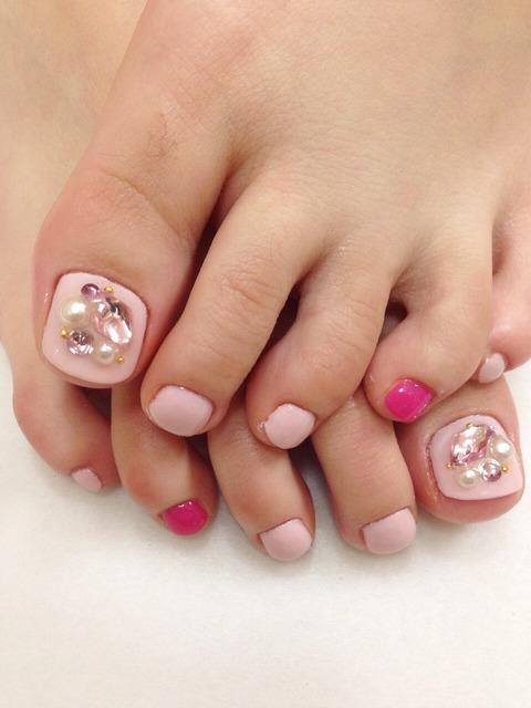 女性らしいピンクとトーンのちがうピンクで女子力高まるネ...