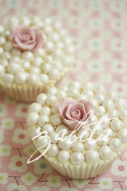 Romantic style pearl & rose 🌹 cupcakes pastel collection  by Adilcia Ayala | We Heart It (435299)
