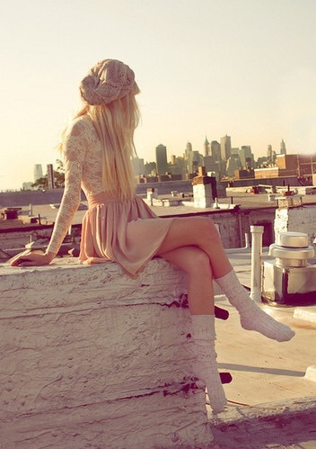 woman, fashion, dress, skirt, city, skyline, body, skinny, legs, beanie, alone picture on VisualizeUs by Goma | We Heart It (444348)