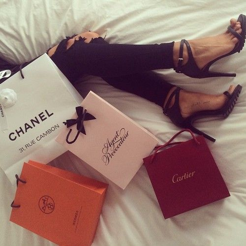 Shopping  by Lilllyy66 | We Heart It (450306)