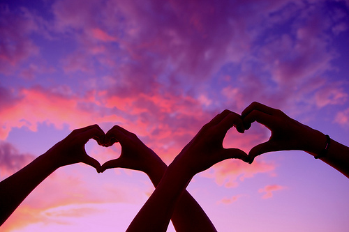 Double Love Heart Hands At Sunset no Flickr – Compartilhamento de fotos! by lala | We Heart It (459211)