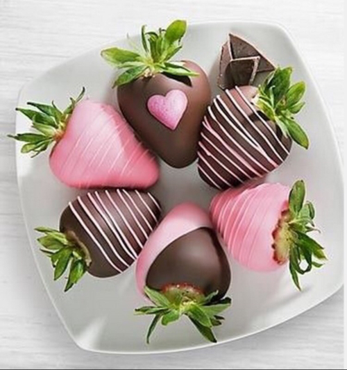 Strawberries and chocolate  by ηίɡհϯʍαɾες_ɕαϯɕհεɾ | We Heart It (465915)