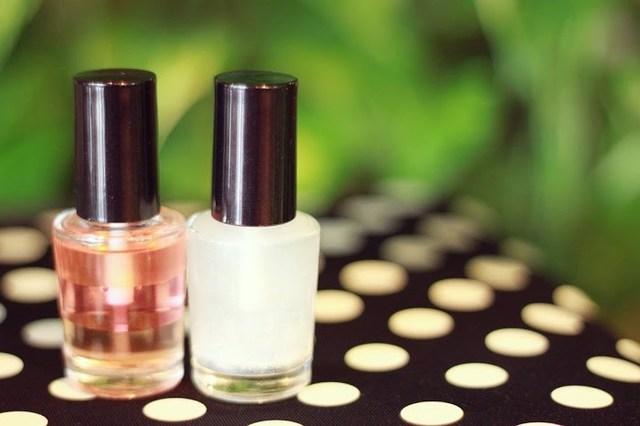 ピンクと白のキューティクルオイルのフリー写真画像|GIRLY DROP (469582)