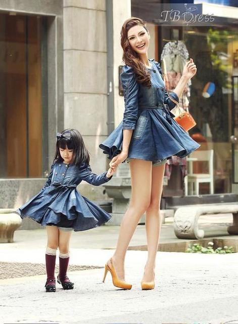 Madre e hija vestidas iguales <3 | We Heart It | daughter, dress, and mom (506967)