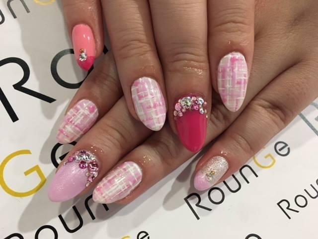 ピンクで女性らしく♪好きな色を沢山重ねて立体感をプラス!