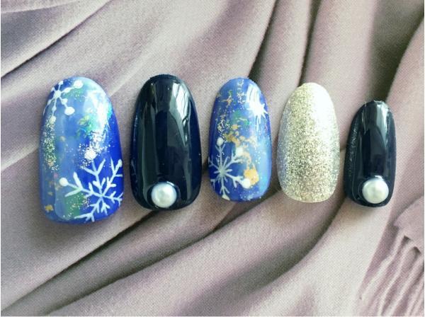 シックなカラーリングと夜空アート。雪の結晶をプラスして...
