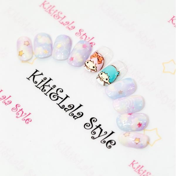 左右の親指に乗せたキキララがかわいすぎ♡他の指はミルキ...