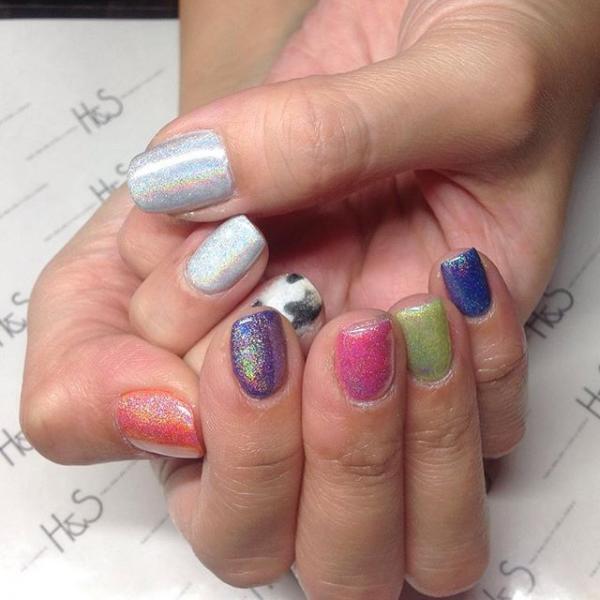 カラーとキラキラ感を楽しむシンプルデザイン。細かいアー...