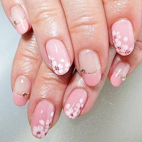 桜のシールで楽しむ初春ネイルデザイン