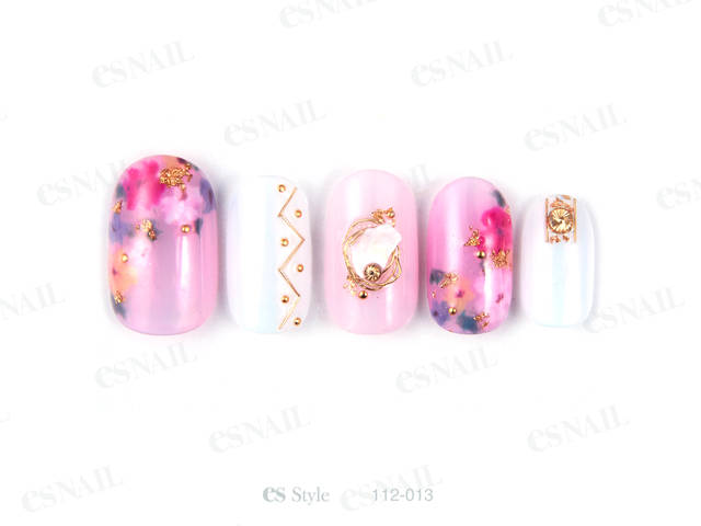 透け感のあるピンクにさりげなく花柄を入れ、可愛く仕上げ...